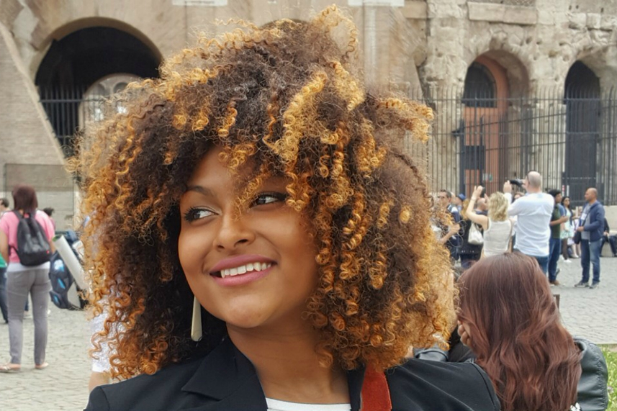 Reina Gomez, from wandering hairdresser to influencer, with a dream for (afro) hair