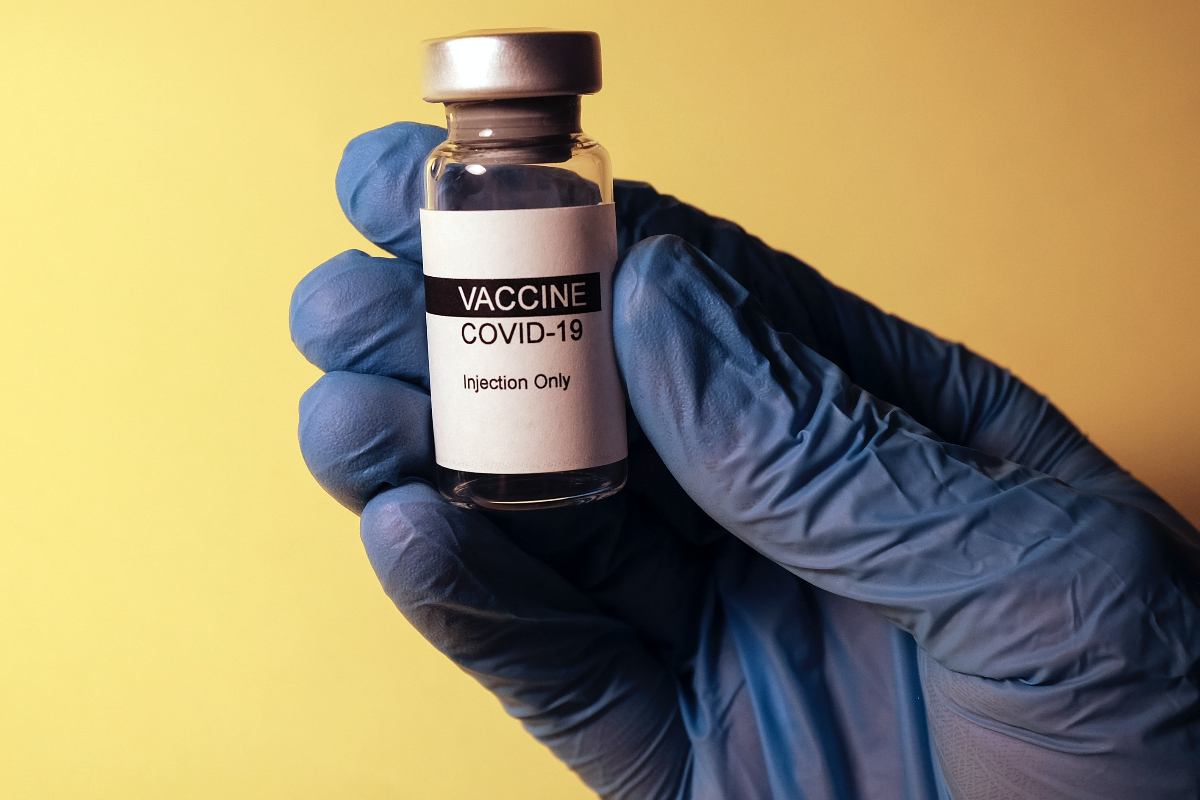 Why irregular foreigners were forgotten in the vaccination campaign